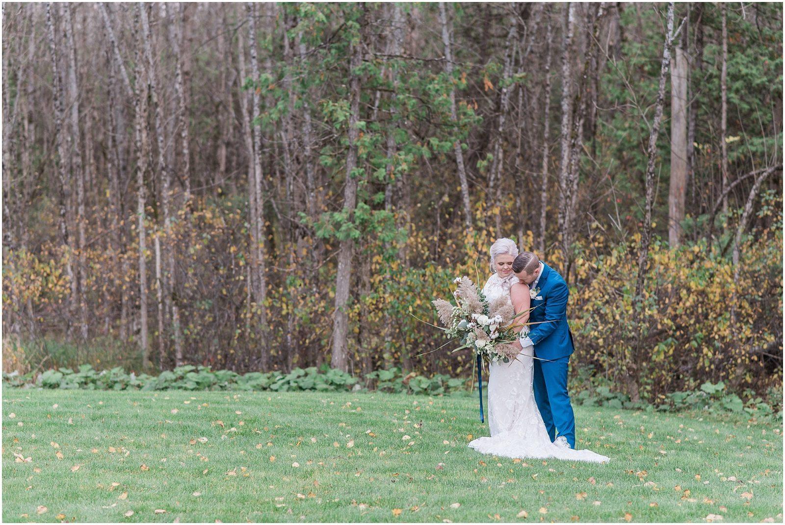 0050 Bethany and Luc - Fall Backyard Ottawa Wedding - Copper and Navy - PhotosbyEmmaH.jpg