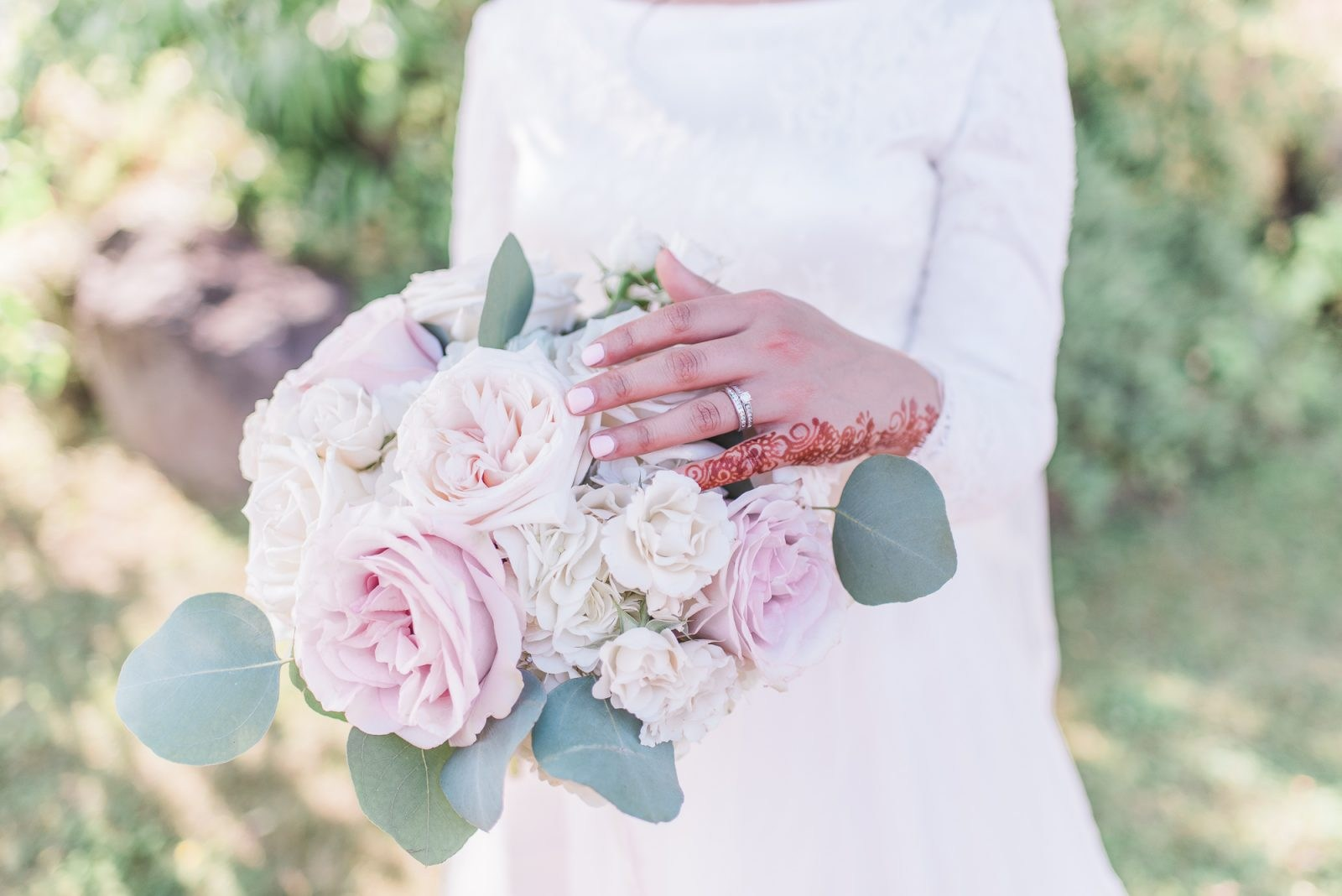 luxury wedding at orchard view ottawa - dusty pink bouquet and henna bride
